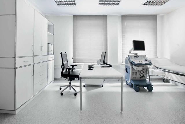 Praktische Einrichtung für Behandlungsraum