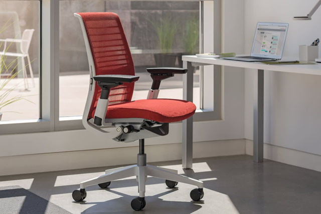 Ergonomischer Bürostuhl zur Stützung des Rücken