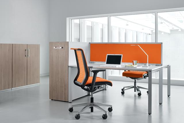 Büroarbeitsplatz-Einrichtung von Steelcase