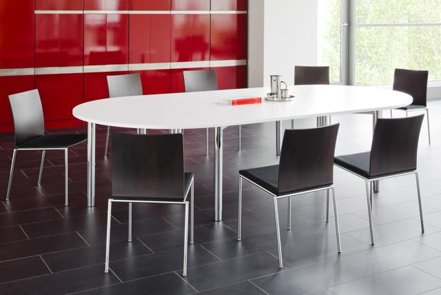Moderne Tische für Meetings