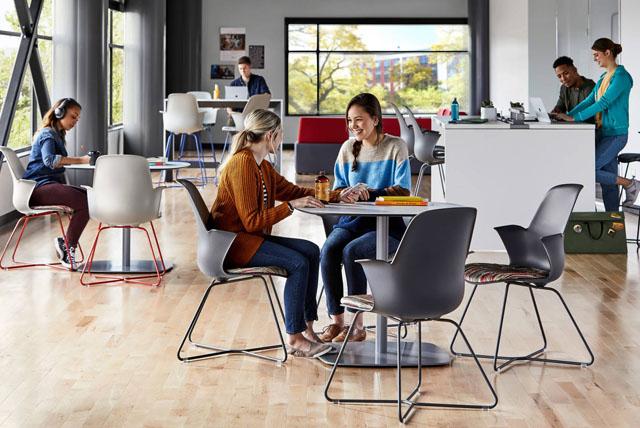 Moderne Schulausstattung und Möbel von Steelcase