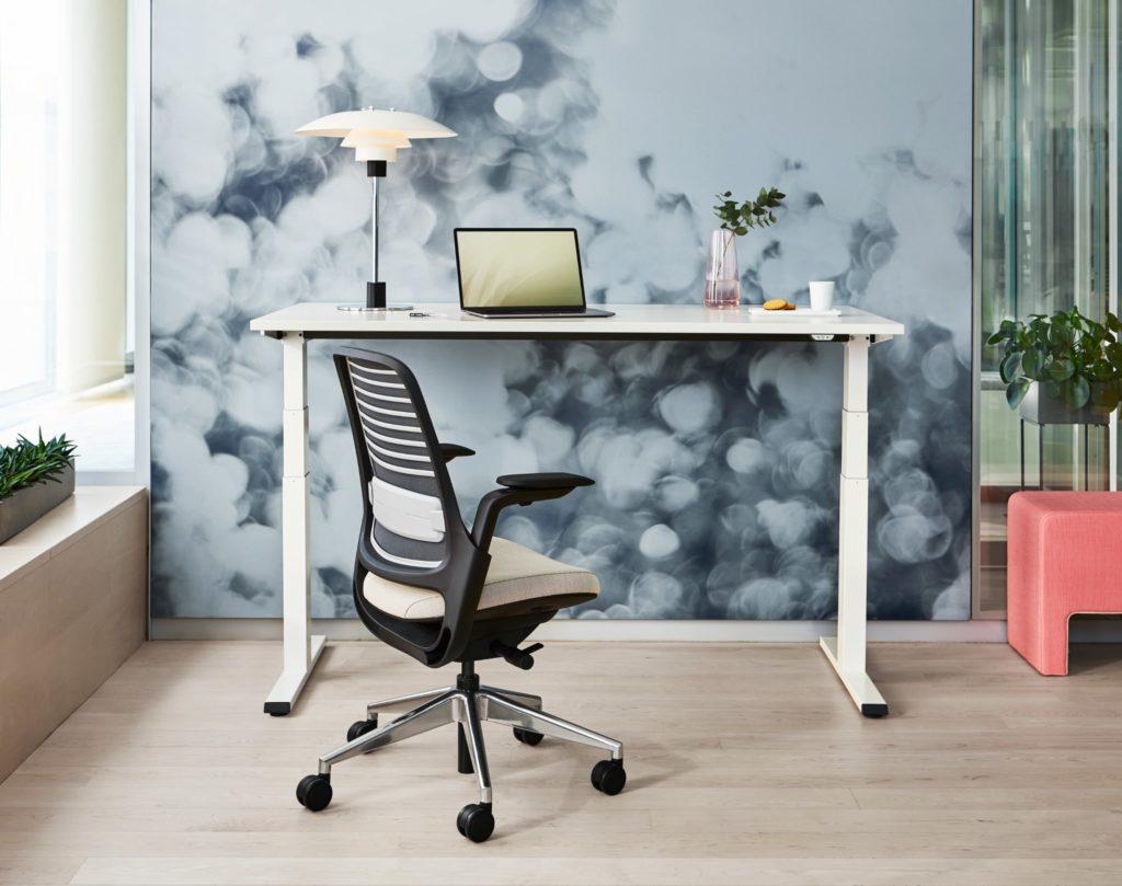 Steelcase Sitz-Steh-Schreibtisch